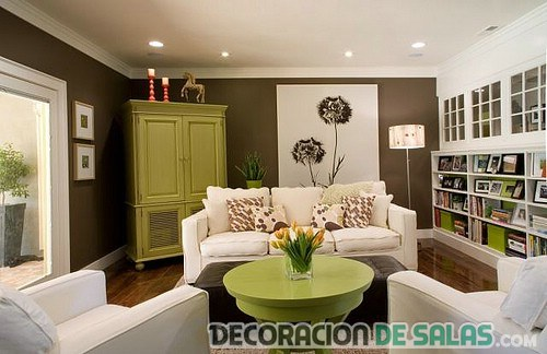 Salones combinados en verde y marr n Decoracion salon marron