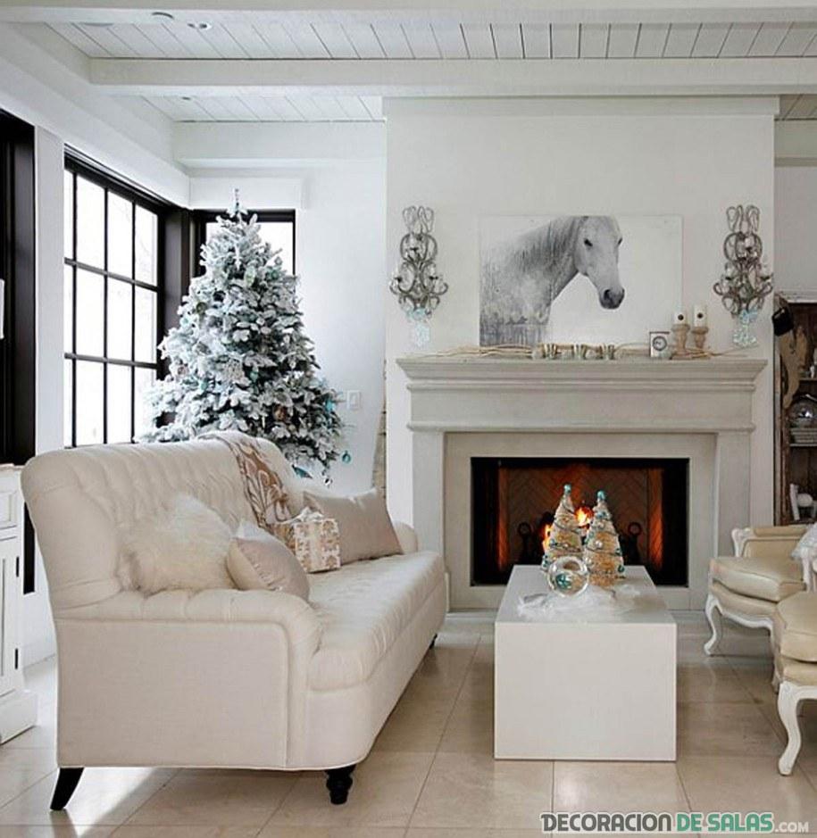 salón pequeño en blanco con árbol de navidad