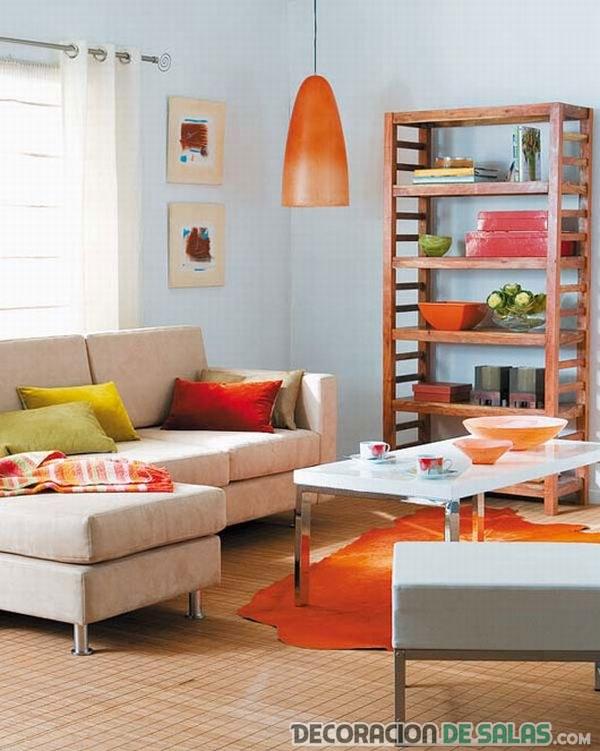 salón pequeño tonos naranjas