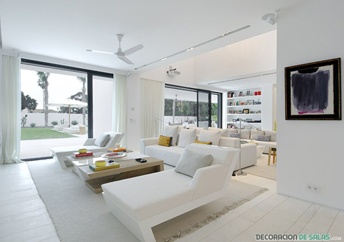 salón relajante minimalista blanco