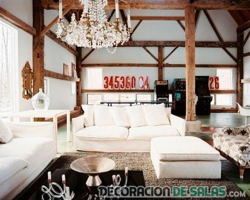 salón rústico blanco con vigas de madera