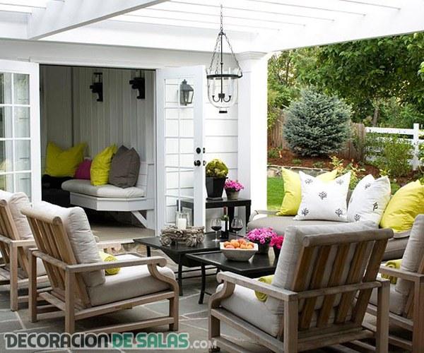 Terrazas con salones elegantes incorporados for Sofas para terrazas pequenas