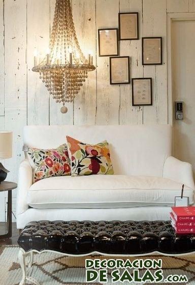 Sofá blanco en decoración rústica