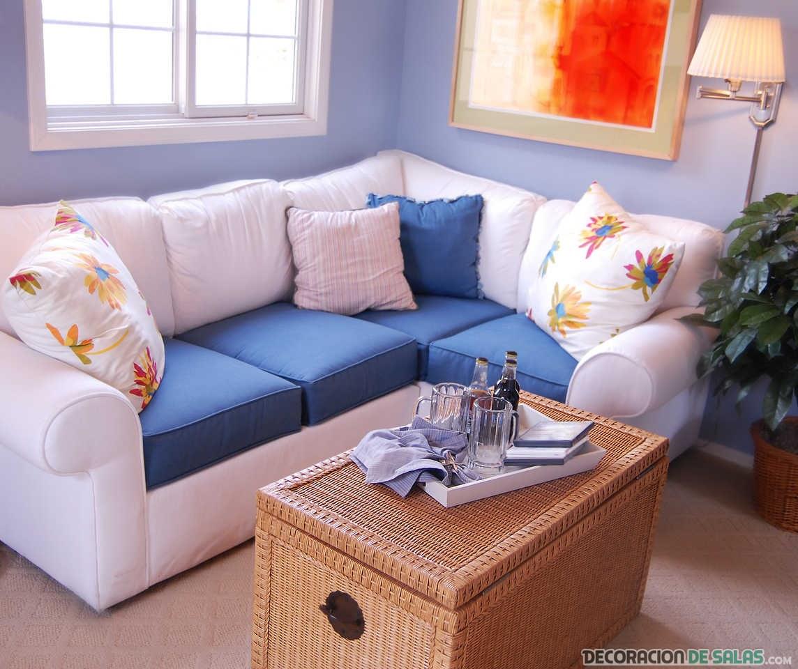 sofá con asientos en azul eléctrico