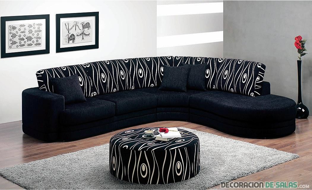 sof en color negro con estampados