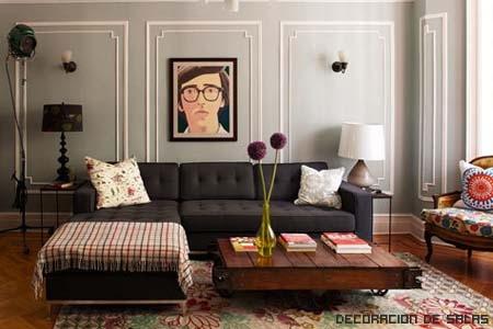 Sal n elegante con sof oscuro - Salones con sofa negro ...