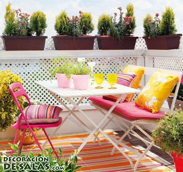 Tres terrazas con decoración moderna