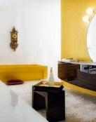 Combinación del amarillo y marrón en el baño