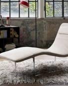 Un chaise longue moderno y funcional