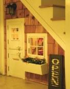 Aprovecha el bajo de la escalera para una decoración infantil