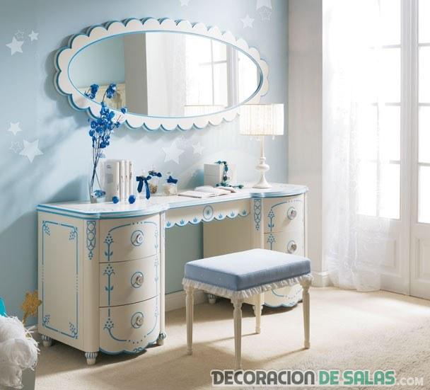 tocador juvenil en blanco y azul